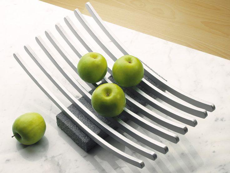 Portafrutta fai da te di design con recupero di ometti di legno