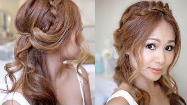 Soft Bukle Ve Yarım Örgülü Kabarık Saç Örgüsü Modeli - Düğün, mezuniyet balosu, kutlama vb özel anlarınızda pratik şekilde uygulayabileceğiniz yeni trend saç modelleri, saç örgü modelleri, saç toplama teknikleri, en güncel kısa ve uzun saç modellerini sizler için biraraya getirdik. Güzel görünmek ve mükemmel saçlar için videomuzdan ilham alarak birkaç deneme ile istediğiniz sonuca ulaşabilirsiniz.