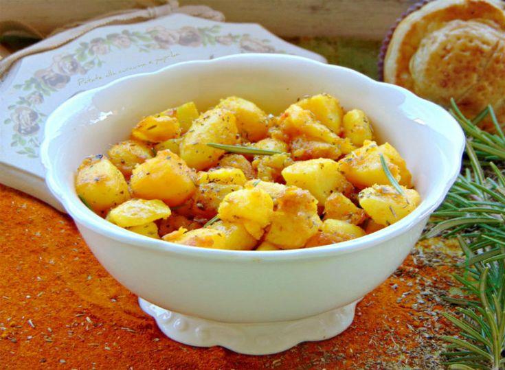 Patate alla curcuma e paprika. Un piatto meraviglioso Un insieme di profumi, sapori e colori che ci riportano in posti lontani.