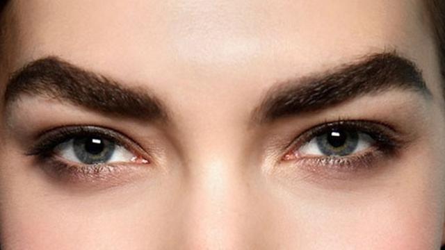 Cara Menebalkan Alis Mata Dengan Bahan Alami Alis Mata Alis Gaya Rambut Pria