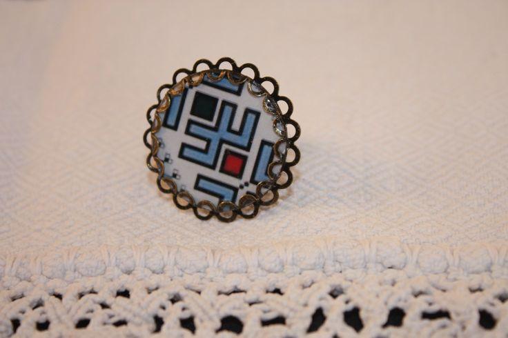 romanian pattern - cabochon ring
