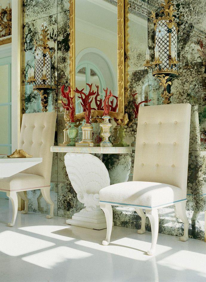 стулья сделаны на заказ по эскизам дизайнера Кирилла Истомина