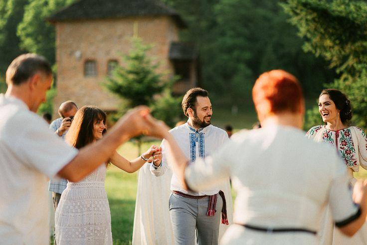 Iulia-Andrei-traditional romanian wedding_land of white deer (57)