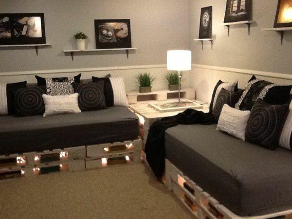 -blanc-noir-peinture canapee-en-palette-illuminé                                                                                                                                                                                 Plus