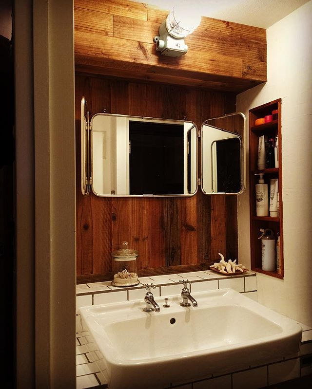 Instagram Photo By フィールドガレージ May 11 2016 At 12 58am Utc Bathroom Mirror Lighted Bathroom Mirror Bathroom Lighting