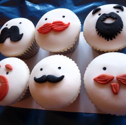 Cupcakes para el Día del Padre de bigotes. #PostresDiaDelPadre