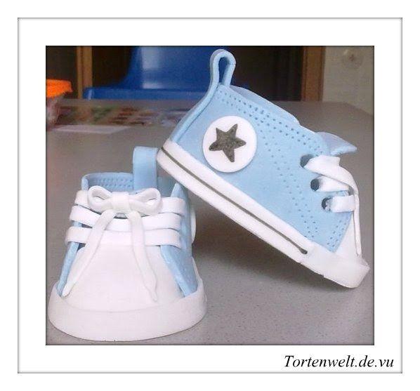 Diese süßen Schuhe sah ich ständig in irgendwelchen Blogs. Endlich habe ich sie auch gemacht! Die Anleitung und die Schablone habe ich vom B...