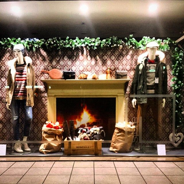 Waiting for Christmas #parka #woolrich #sweater #grpfirenze #jeans #people #chino #pence #sneakers #leathercrown #cap #inbedwithyou #coppola #christys #bowtie #mosca #fashion #jstorejesolo #jstore #jesolo