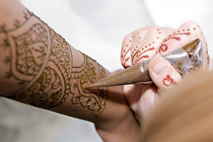 oltre 25 fantastiche idee su henna tattoo selber machen su. Black Bedroom Furniture Sets. Home Design Ideas