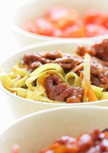 Жареная лапша со свининой (Tian Tian Chao Mian)