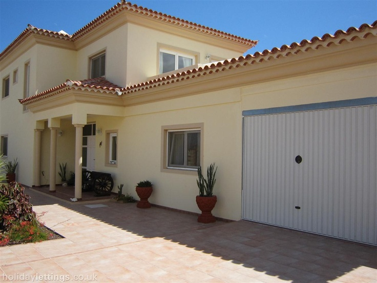 4 bedroom villa in Golf del Sur to rent from £1295 pw, on a golf resort. Also with wheelchair access, jacuzzi, solarium, balcony/terrace, air con, TV and DVD.