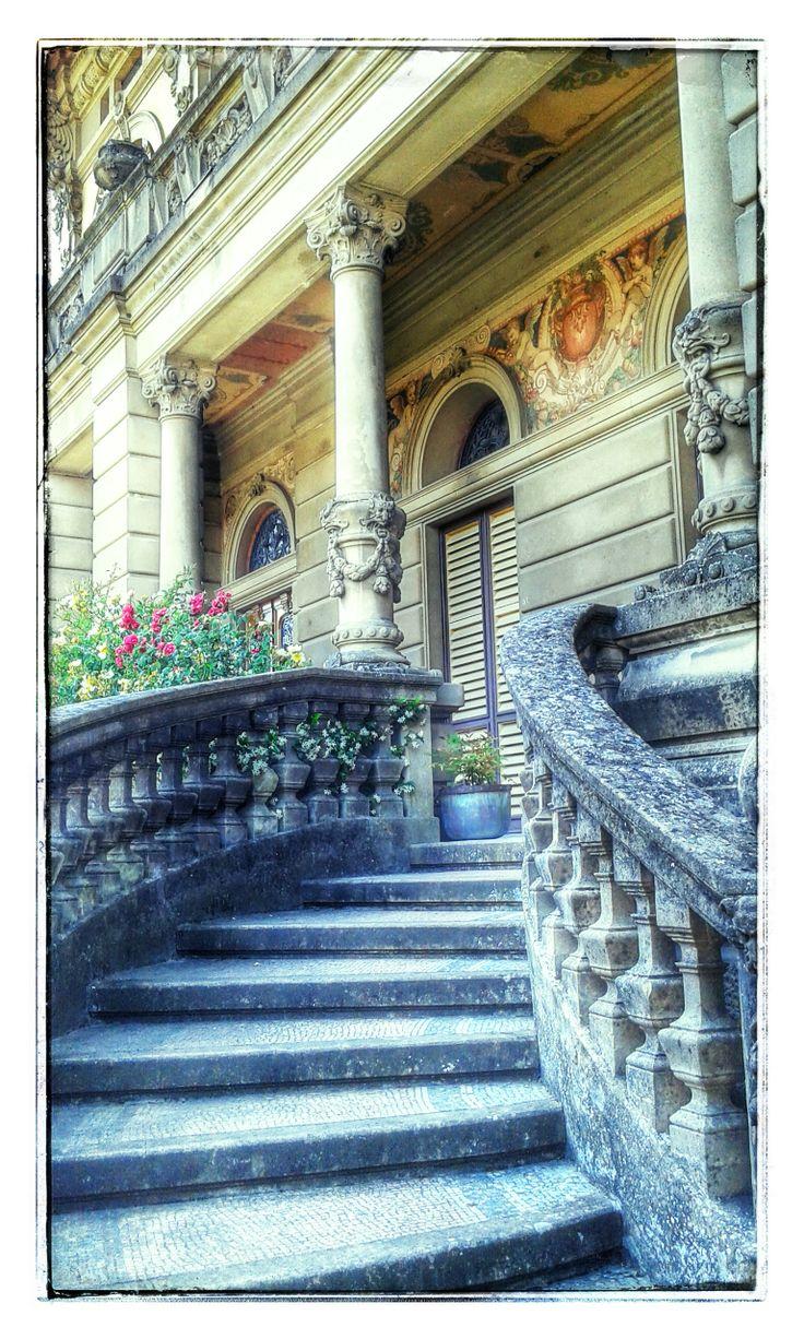 Gradinata d'accesso al portico