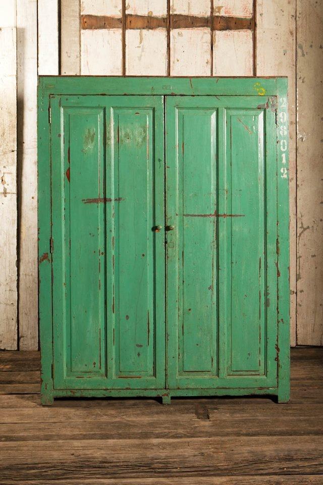 Armarios antiguos pintados escritorios muebles pintados for Muebles ledesma