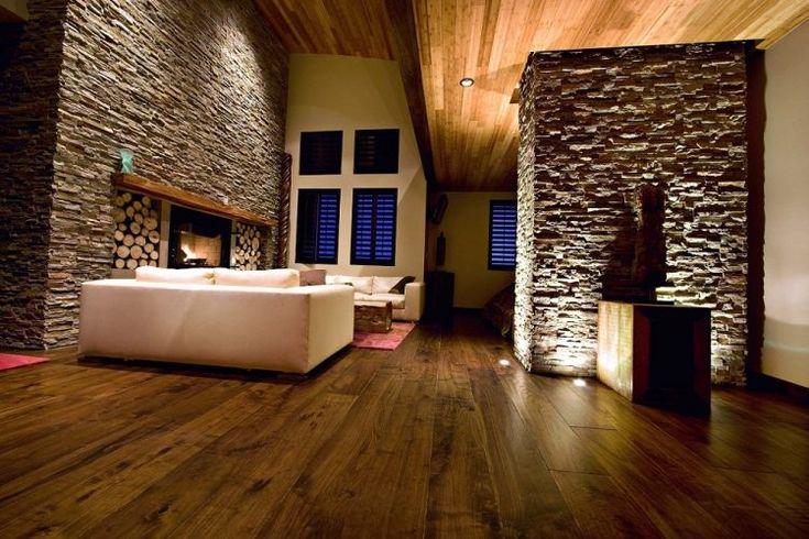 plancher et plafond en bois, murs de parement en pierre naturelle
