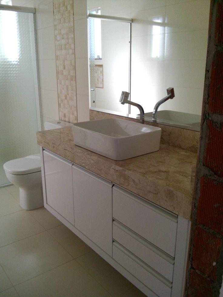 Meu banheiro de outro ângulo! Mármore travertino, laca branca, torneira Lorenzetti!