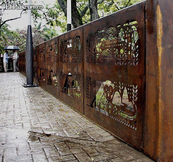 al mobiliario de la nueva avenida colombia no le hace falta pintura expertos explican que la