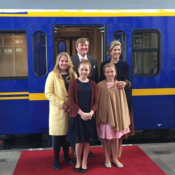 """16.7K vind-ik-leuks, 834 reacties - Koninklijk Huis (@koninklijkhuis) op Instagram: '""""In de trein op weg naar Tilburg, wensen we iedereen een mooie #Koningsdag toe!"""" – WA #Koningsdag…'"""