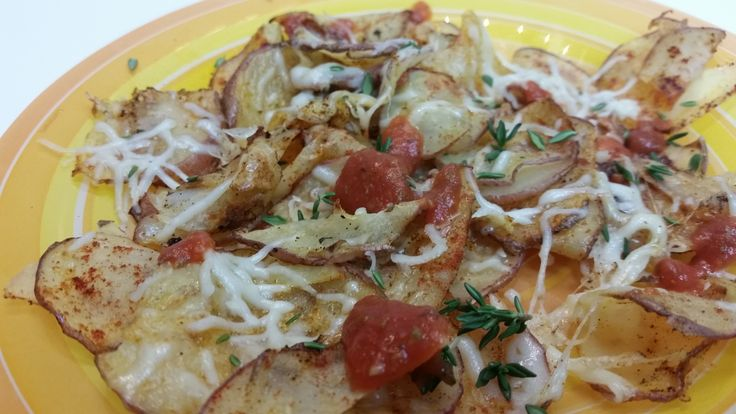 Homemade Potato Chips with Cheese and Tomate Souce