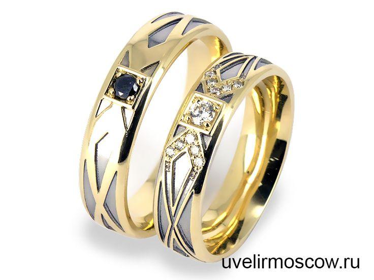 Обручальные кольца из желтого золота с черными и белыми бриллиантами