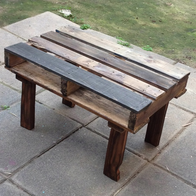 Pallet wood coffee table...Simple and on the cheap!  Add a piece of beveled galss and you've great a great conversation piece for any room!