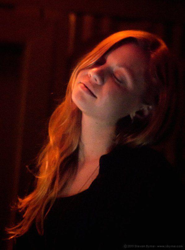 Ginger pause-Sarah Grant (by Steven Byrne 2013)