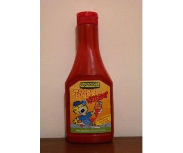 """Ketchup-ul """"Tiger"""" de la Rapunzel este o variant de ketchup simpla, sanatoasa, la fel de sigura ca cea pregatita acasa, intrucat contine peste 70% pulpa de rosie bio si alte ingrediente ce provin din agricultura ecologica. Produsul nu contine zahar adaugat decat zahar existent in mod natural in retete, putand fi consumat in siguratnta si de diabetic sau de cei atenti la dieta. Este , in plus, un produs de calitate ce poate fi folosit si in retete pentru copii."""