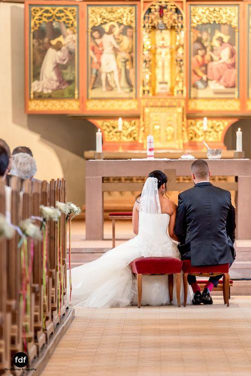 Hochzeit-S&J-Der-Tag-Kirche-Brautkleid-Wedding-13.JPG