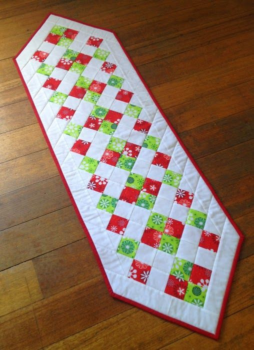 21 Christmas Craft Ideas | Easy Christmas Table  Runner by Sew Today Clean Tomorrow http://www.themultitaskingmummy.com/2014/11/21-christmas-craft-ideas/