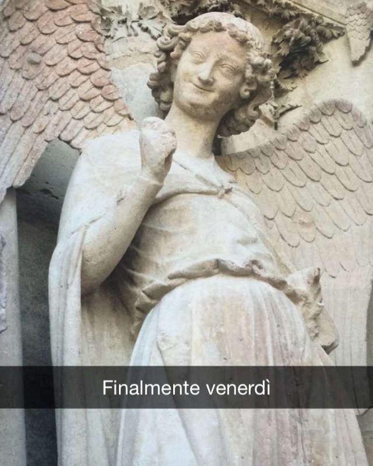 @jaredgaz mi ha inviato questo snap di un angelo sorridente. Uno dei tanti angeli che si trova nei portali della facciata della Cattedrale di Reims in Francia. Perfetto per oggi.
