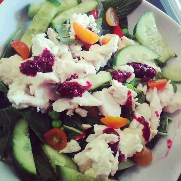 Salad time #poachedchicken  #broccoli #beetroot #rocket #cucumber #cherrytomatoes #goatscheese #clean #healthy #nutritious #delicious #wild #free  #thinkrainbow #wildandfreeinc