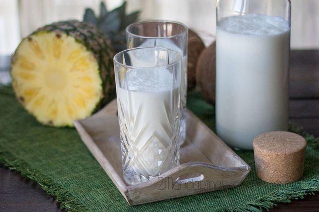 Cómo preparar yogur líquido de piña colada con Thermomix. Madre mía que pasan los días y yo aquí sin publicar nada. No es porque no cocine ni fotografíe, es que no tengo tiempo para sentarme luego a r