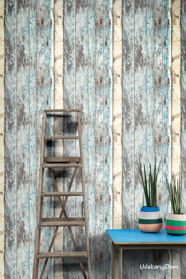 Tapeta w postarzane drewno z kolorem niebieskim.