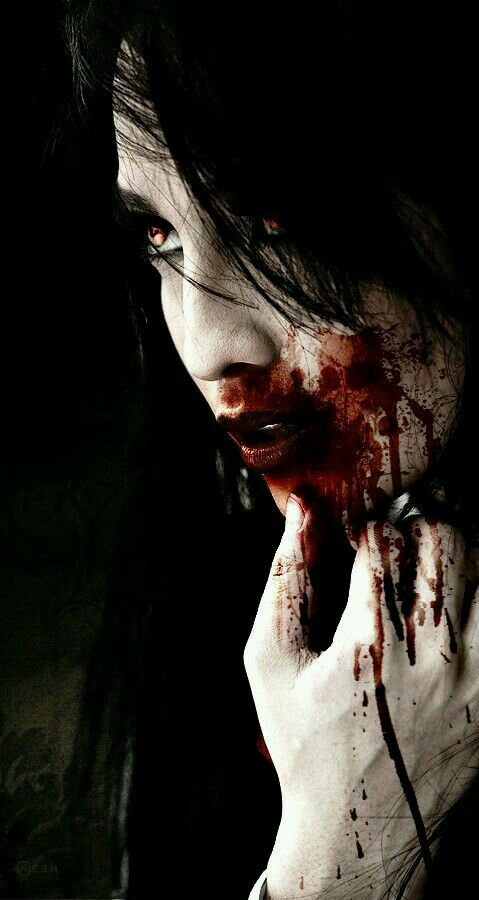Horror Mädchen mit natürlichen schön viel Blut gehe:)