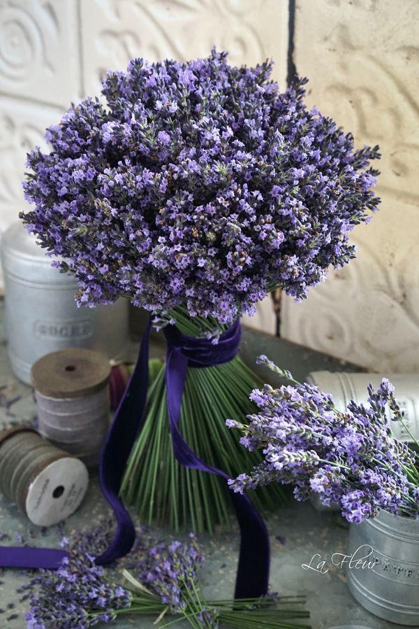 lavender bouquet. Bridesmaids?