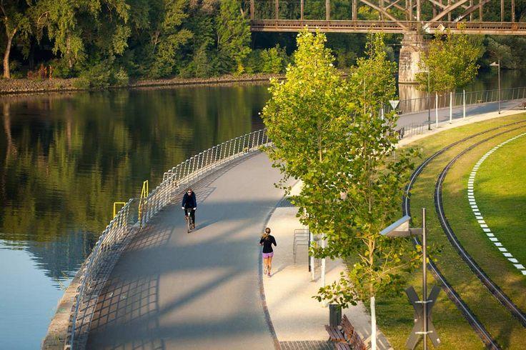 05_EZB_Winkelmeier_hafenpark riverbank « Landscape Architecture Works | Landezine