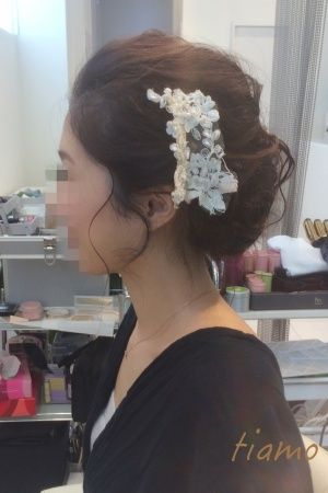 ふんわりポニーテールからシニヨンへチェンジ♡リハ篇 |大人可愛いブライダルヘアメイク『tiamo』の結婚カタログ