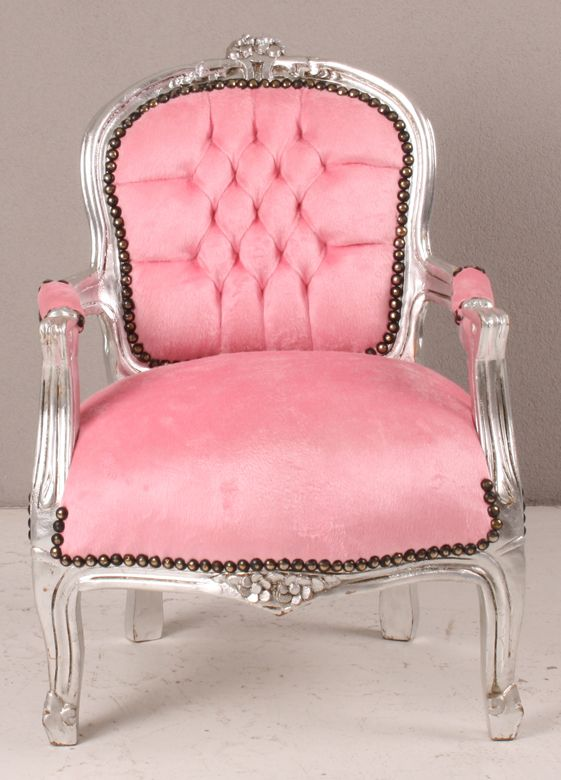 Nog op zoek naar een kinderstoel die zou fout is dat 'ie gewoon leuk is? Wat vind je van deze? Lief toch, en ook nog in de uitverkoop! #sale #baby #fauteuil #brocante #prinses #shabby #chic #chair #interieur #design #interior #furniture #meubels #zilver #silver #roze #pink #inrichting #woon #inspiratie #home #inspiration #children #glamour #princess