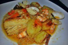 Bacalhau no Forno com Batatas ,Camarão e Ameijoas