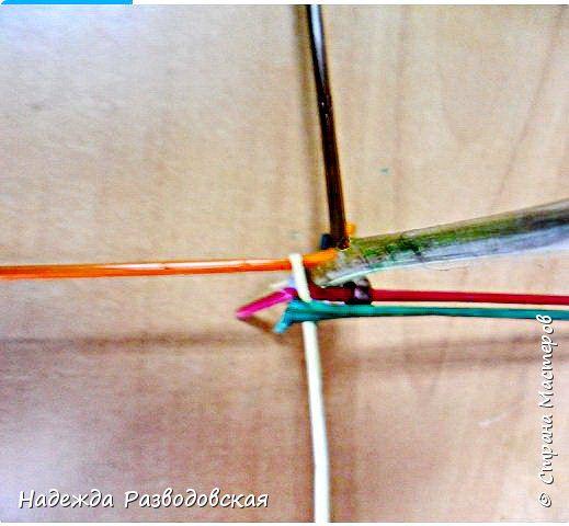 Мастер-класс.  Спиральное плетение вокруг каркаса.( Из соломки,  газетных трубочек, картонных полосок) фото 17