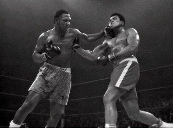 Late Joe Frazier wins in 15 round decision against Muhammad Ali in 1971, NY Times