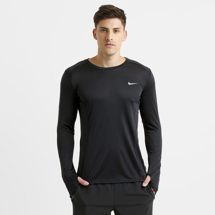 a camiseta nike drifit miler ml preto possui tecido com tecnologia dri
