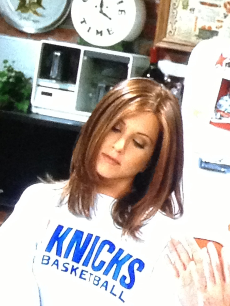"The grey sweatshirt ""Knicks Basketball"" of Rachel Green in Friends ..."