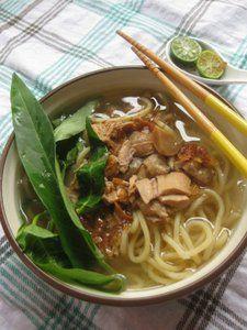 Description: Mie kangkung enak di makan saat suasana mendung, dan saat pingin makan yang nggak terlalu ribet dan mengenyangkan. Bumbu taoco memberikan aroma khas pada mie kangkung, apalagi kalau di…
