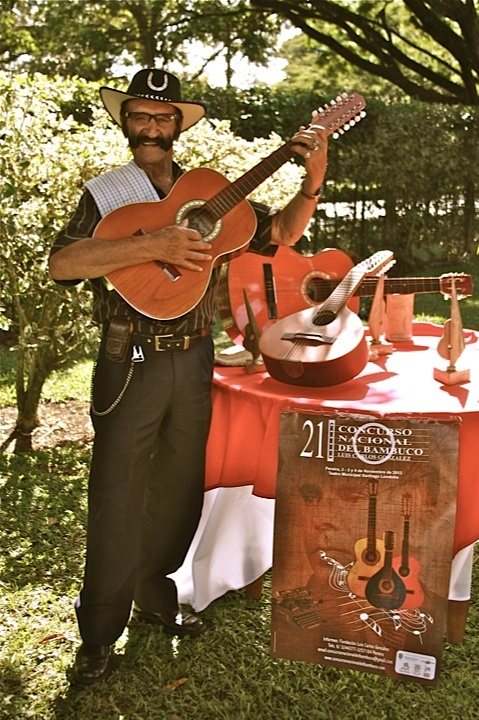 Vive la pasión por la música colombiana. Crédito Milton Ramírez (@FOTOMILTON) MinCultura 2012.