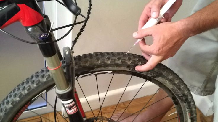 Easy and clean method to insert tire sealant into tubeless mountain bike tires