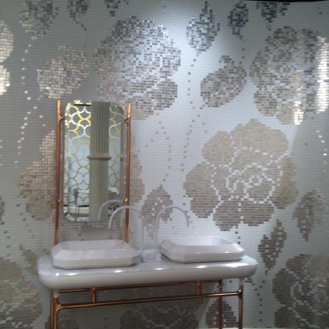 White gold winter floral tiled bathroom. Heaven #Bisazza