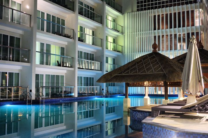 #staycation at @MantraSakala. Lagoon pool at night a cooling down view for the day