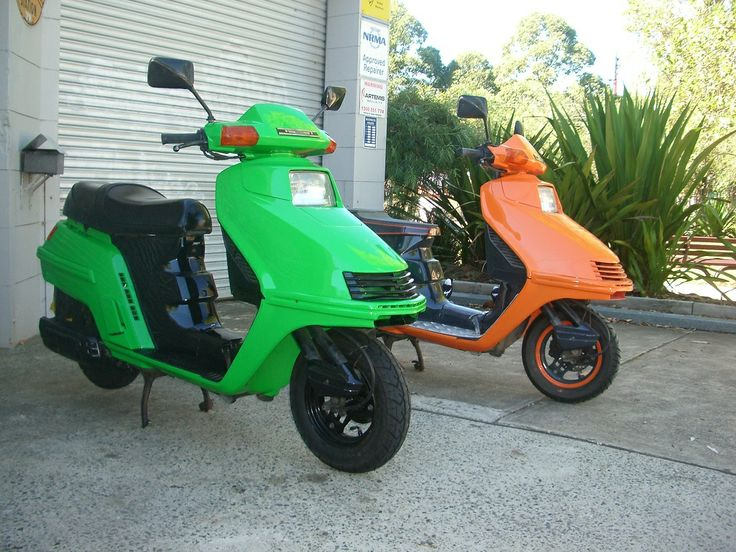 I love the look of these 2 honda 250's