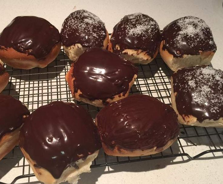 Recipe Chocolate Icing for Iced buns by juliemearns - Recipe of category Baking - sweet