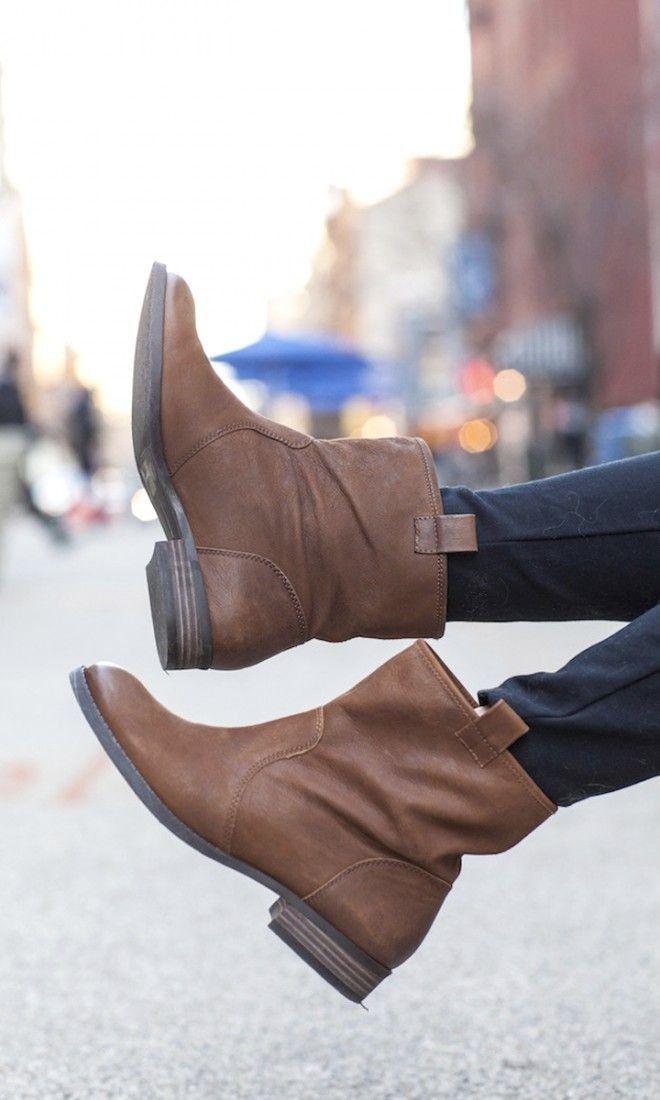 Versatile cognac leather short boots//